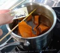 Bloodroot dye